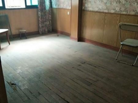 花果园茶叶市场4楼3室2厅96平84万